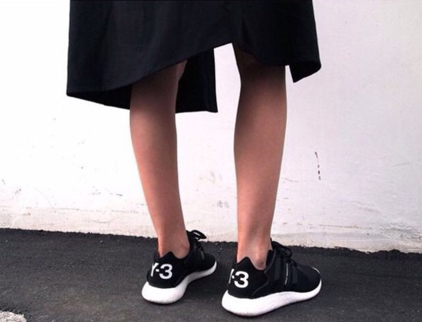 shoes black color roshe runs y3