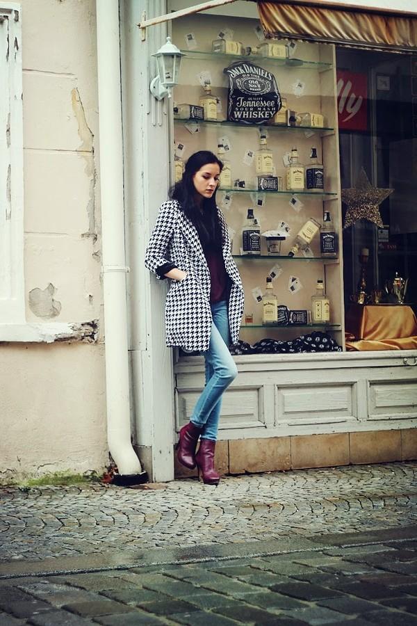 leona meliskova coat t-shirt jeans shoes