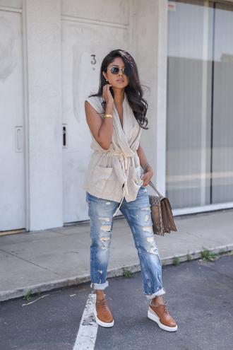walk in wonderland blogger jacket jeans bag shoes jewels