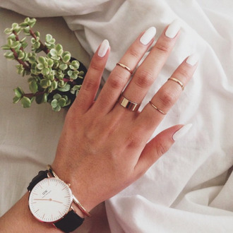jewels watch black white daniel wellington nail accessories gold watch bracelets gold ring chic boho boho chic indie cute tumblr knuckle ring ring gold black watch nail polish white nails