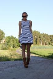 stripes,5 inch and up,white dress,blue dress,dress