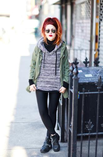 le happy blogger leggings parka hoodie shoes sweater coat t-shirt sunglasses
