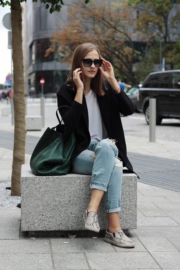 so in carmel blogger jeans t-shirt bag sunglasses coat