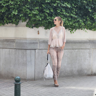 from brussels with love blogger blouse jeans shoes bag