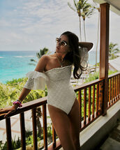 swimwear,one piece swimsuit,off the shoulder bikini,white swimwear,sunglasses