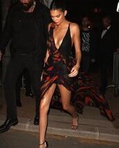 dress,kendall and kylie jenner,kendall jenner,kendall + kylie label,black dress,boho dress,classy,elegant,elegant dress,long dress,maxi dress,black,blackdresses,colorful,celebrity style,celebrity