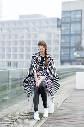 andy sparkles blogger poncho houndstooth leather leggings