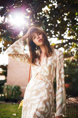 dress finders keepers long sleeves long sleeve dress summer outfits romantic summer dress fall dress pattern patterned dress tan dres bnkr