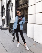 jacket,blue jacket,sneakers,denim,denim jacket,black t-shirt,t-shirt,jeans,skinny jeans,black jeans