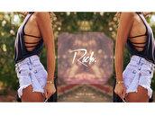 denim shorts,frayed shorts,summer shorts,cute top,short party dresses,new balance,cute,summer dress,summer outfits,fall outfits,cute dress,swimwear