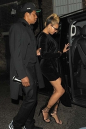 shoes,sandals,black dress,little black dress,all black everything,beyonce,celebrity,mini dress,velvet,sandal heels,velvet dress