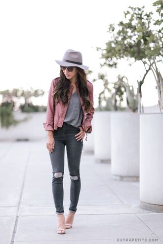 extra petite blogger jeans t-shirt jacket pink jacket bomber jacket grey hat grey top skinny jeans grey jeans ripped jeans sandals white sandals