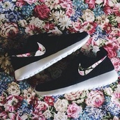 shoes,nike roshe run,nike sneakers,floral,custom shoes,flowers#black#freerun#love#it#want,roshes,black,white,roshe runs,black nike flower color,nike shoes,nike roshes floral,summer rose,nike,pattern,customised,pretty,cute,trainers,sports shoes,sneakers