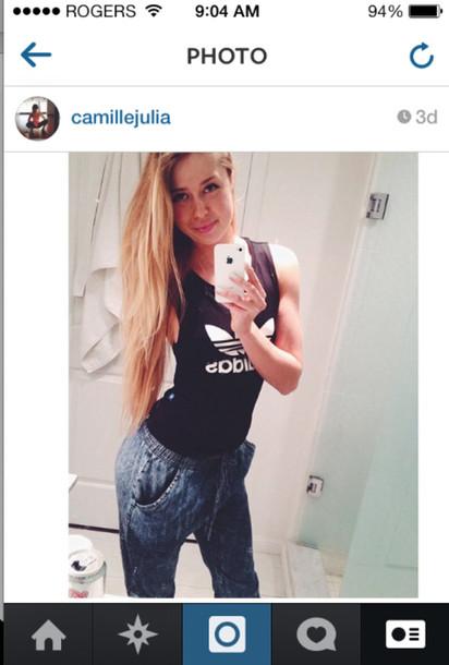 shirt adidas blonde hair fitness fitness jeans boyfriend jeans denim baggy pants cutoff shirt black white pants
