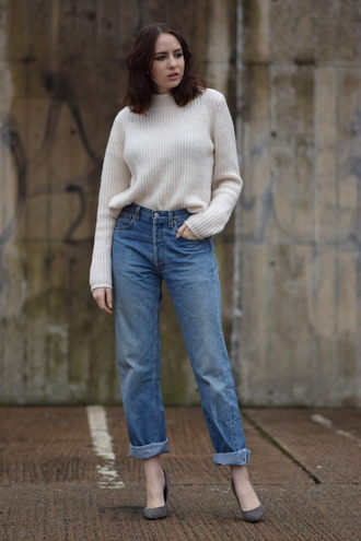 shot from the street blogger mom jeans knitted sweater