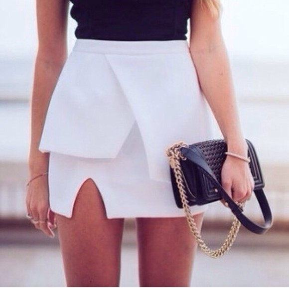 white skirt white summer skirt white skirt black top bag black bags gold beauty summer outfits