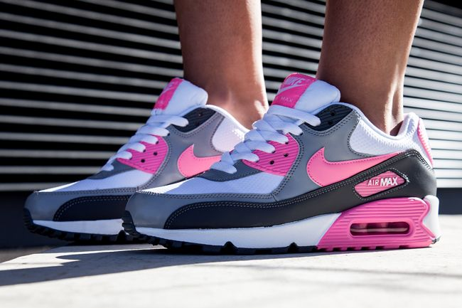 the latest b9596 2a7aa Sneaker Central - NIKE AIR MAX 90 - Foot Locker