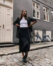 skirt,black skirt,midi skirt,high waisted skirt,white t-shirt,blazer,sneakers