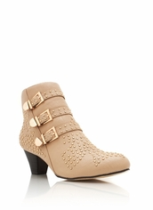 shoes,boots,beige,beige shoes,studs