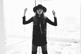 natalie off duty blogger indie necklace fringes hat