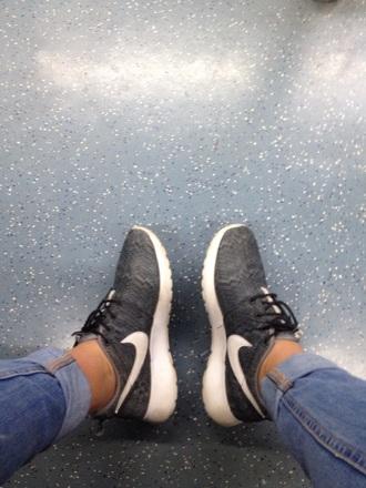 shoes nike grey new york city girl fashion nike roshe run women hipster
