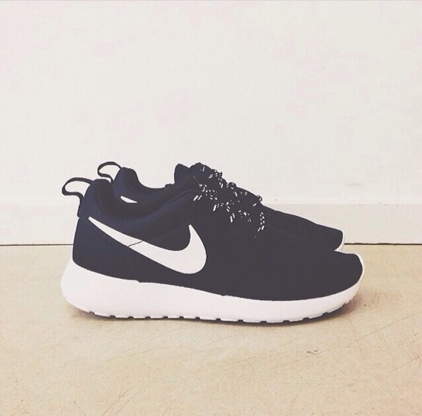 b&w nike shoes 833809