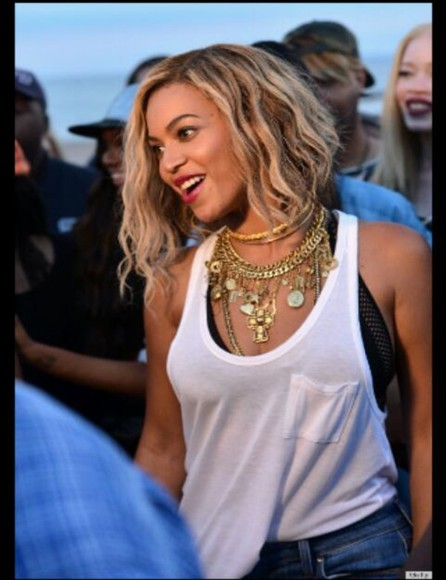 beyonce white fashion jewels jewlery gold jewelry cute pretty gold chunky necklace necklace festival music festival cochella cross yellow celebrity style style spring trends 2014 trend spring summer