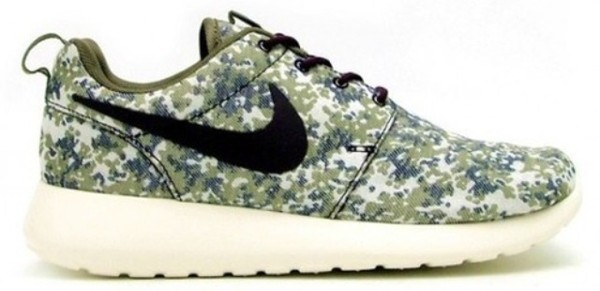 shoes camouflage camouflage nike roshe run run nike trainers black white
