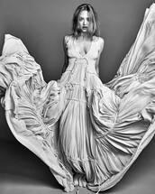dress,maxi dress,amanda seyfried,editorial,plunge v neck,couture dress
