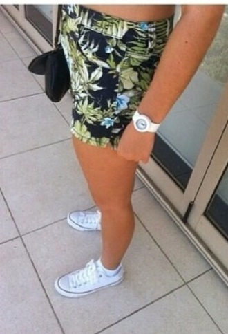shorts tropical jungle print leaf print jungle leaf print tropical leaf print black green blue fitted shorts hot pants watch white white watch all star converse red tan summer summer outfits brunnette beach blonde hair sea