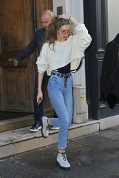 sweater,cropped,cropped sweater,gigi hadid,jeans,top,model off-duty,streetstyle,Paris Fashion Week 2017,fashion week 2017