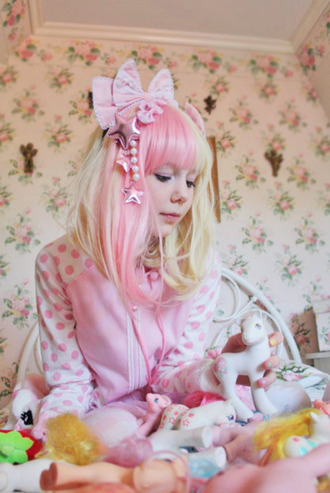 hair accessory sweet blonde hair kawaii japan kitchie hair lolita wig wig lolita pink bows bow pastel pastel goth pastel pink cute cute outfits cute sweaters tumblr girly outfits tumblr my little pony pony floral flowers pajamas pastel hair