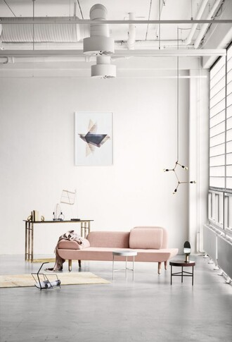 sophie van daniels fashion & lifestyle blog with an addiction to interiør design blogger minimalist sofa home decor lamp desk table pink sofa