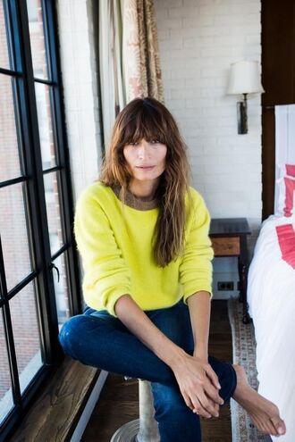 sweater caroline de maigret model fashionista yellow sweater neon denim jeans blue jeans fall outfits