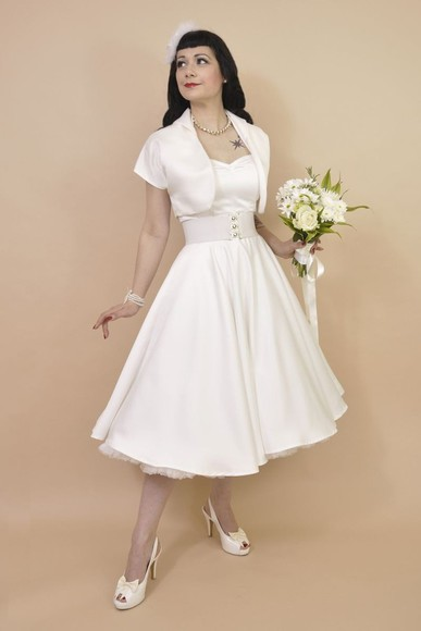 dress model vintage retro punk eye-catching goddess slender curly hair enchanting
