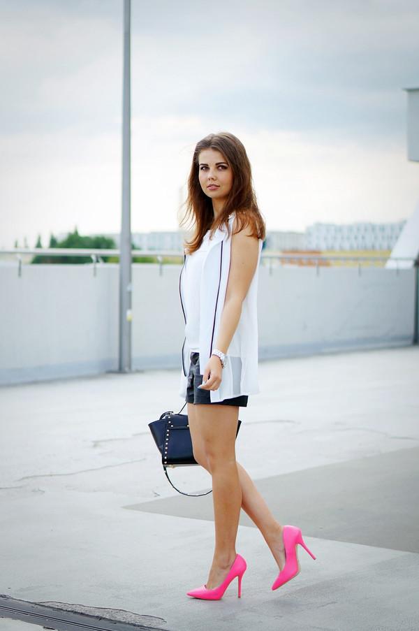 a piece of anna shorts blouse jacket bag shoes
