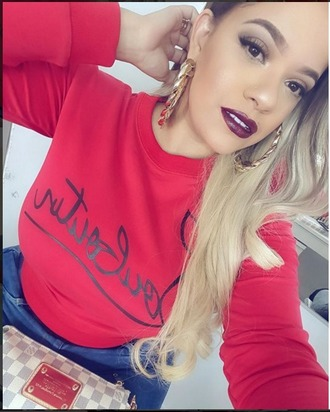 top la insuperable topshop louboutin christian louboutin heels red red shirt red sweater beautiful black letters t-shirt black letter name please please let me knw fashion vibe red lipstick blonde hair