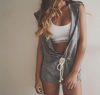 romper on point clothing jumpsuit calvin klein calvin klein sports bra calvin klein bra calvin klein sports bra sett white grey grey jumpsuit grey romper boyish blonde hair women gorgeous fashionista summer summer outfits event travel hipster style cool girl blogger instagram swag pretty cute sexy hot casual trendy tumblr tumblr outfit tumblr girl shirt