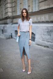skirt,blue suede skirt,blue skirt,midi skirt,wrap skirt,grey t-shirt,t-shirt,pumps,pink pumps,shoulder bag,bag,blue bag,fashion agony