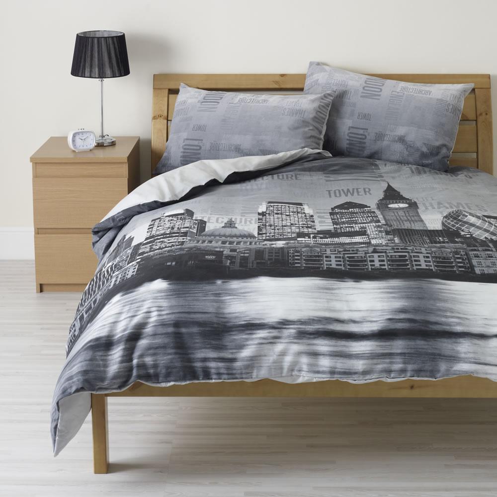 Wilko London Print Duvet Set Black Double
