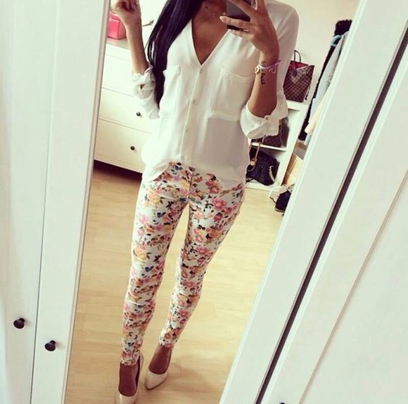 high heels sun summer outfits classy skinny pants floral print style cold prints pants t-shirt printed pants roses