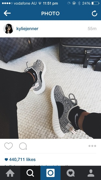shoes kylie jenner nike running shoes nike shoes running shoes casual kylie jenner #shoes nike grey knit white