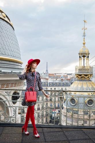 miss pandora blogger dress hat tights shoes bag make-up sandals red bag red tights