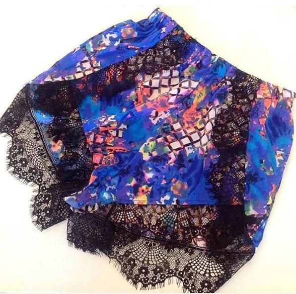 Festival laces print shorts – glamzelle