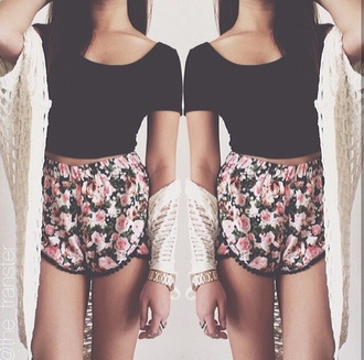shirt shorts crop tops cardigan tumblr summer sweater rose shorts pink floral flowered shorts black crop top cream cardigan flowy shorts floral shorts with crop tops top flowy girly