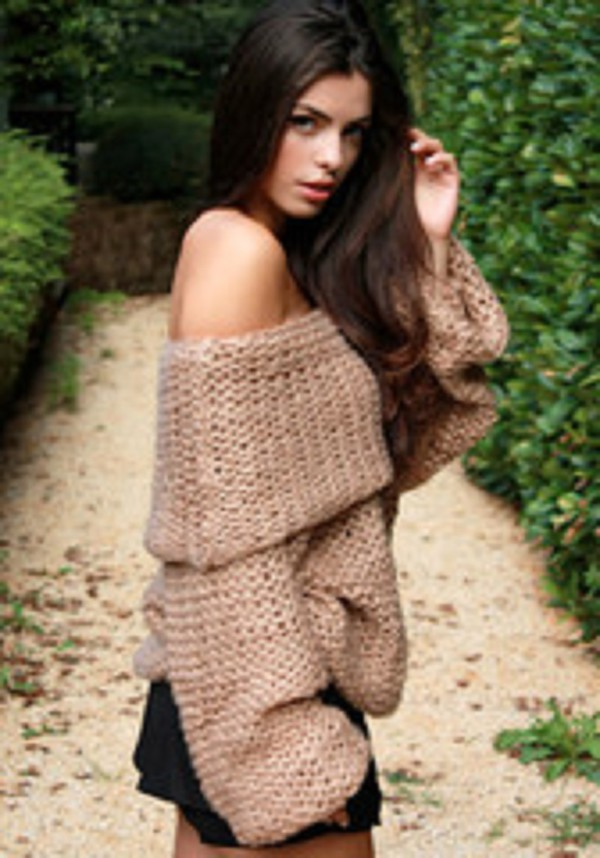 top cozy winter outfits oversized oversized sweater off the shoulder off the shoulder sweater