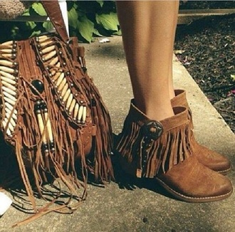 shoes brown ankle boots brown bag bag boho fringed bag boots fringes fringe shoes boho chic booties booties shoes boho purse tan shoes native american summer shoes