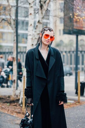 coat london fashion week 2017 fashion week 2017 fashion week streetstyle black coat oversized masculine coat dress black dress velvet velvet dress bag black bag hairstyles red sunglasses sunglasses