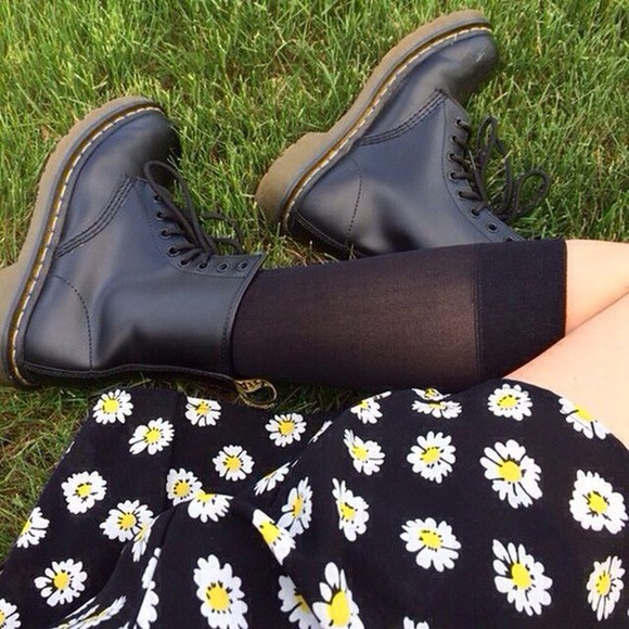 skirt black skirt daisy yellow DrMartens instagram summer outfits
