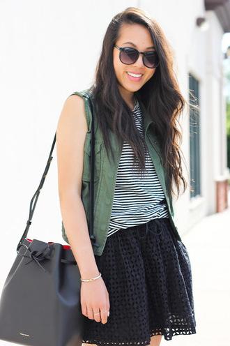 refined couture blogger sleeveless black skirt black sunglasses